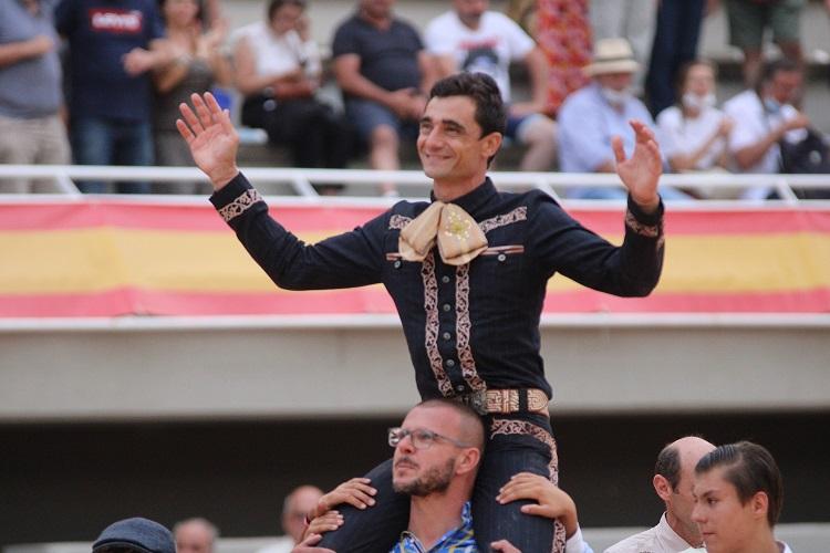 ISTRES (20.06.2021, tarde) – PACO UREÑA coupe trois oreilles et ouvre la Grande Porte .