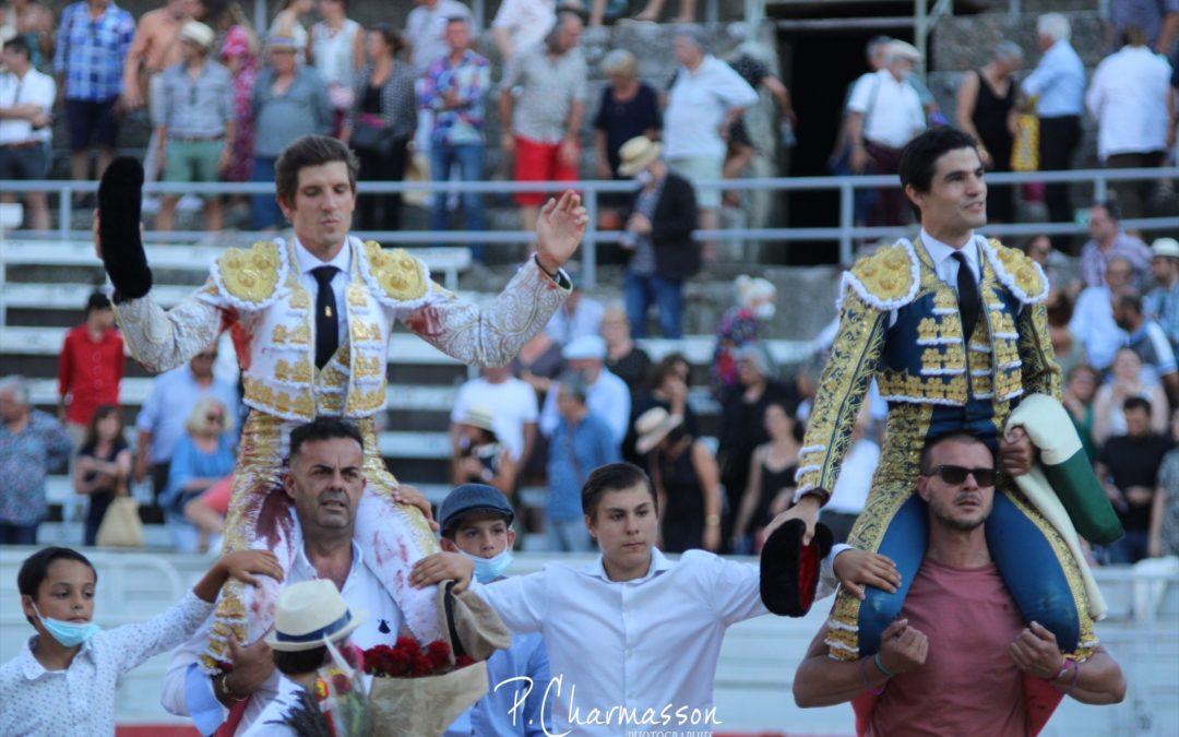 ARLES (03.07.2021) – MAXIME SOLERA et PABLO AGUADO sortent par la Grande Porte